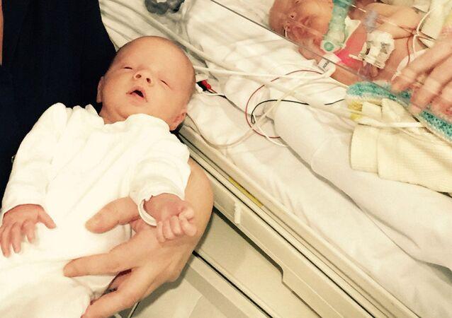 قصة محزنة لرضيعة لم تتم الساعات من عمرها