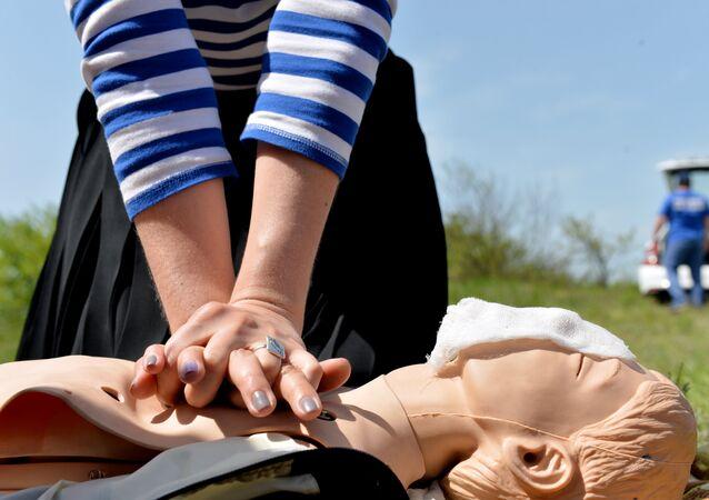 التدرب على الاسعافات الأولية لتنشيط القلب