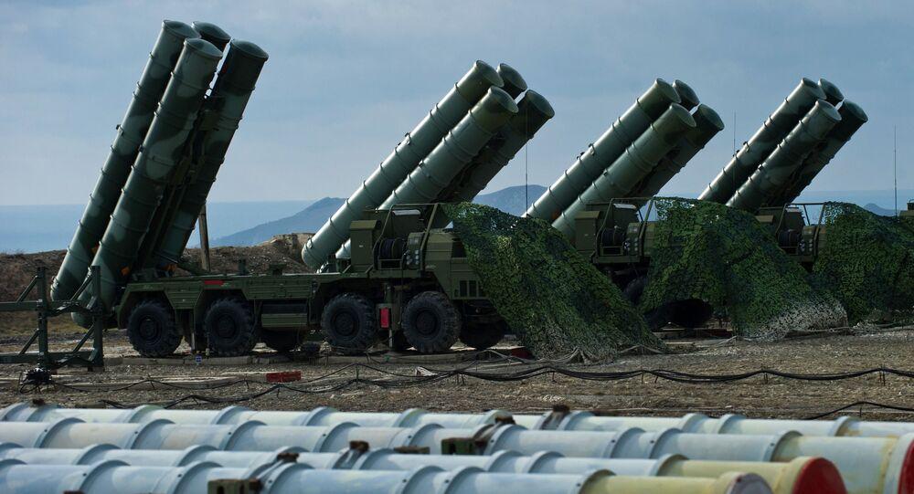 منظومة الدفاع الجوي (تريموف) اس-400 في فيودوسيا بالقرم، روسيا