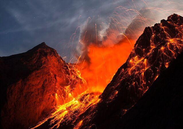 أقدم بركان في المجموعة الشمسية