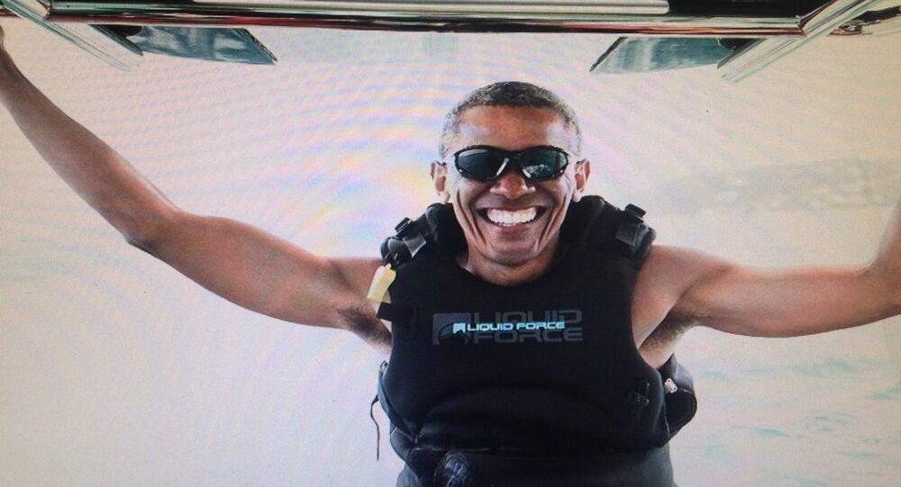 أوباما يركب الأمواج