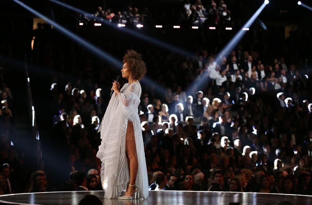 المغنية سولانج (Solange ) خلال الأداء في الحفل الـ 59 لتوزيع جوائز غرامي الموسيقية في لوس أنجلوس، كاليفورنيا، الولايات المتحدة 12 فبراير/ شباط 2017