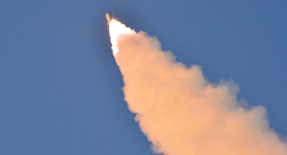 عملية اختبار لإطلاق صاروخ باليستي..أرشيفية