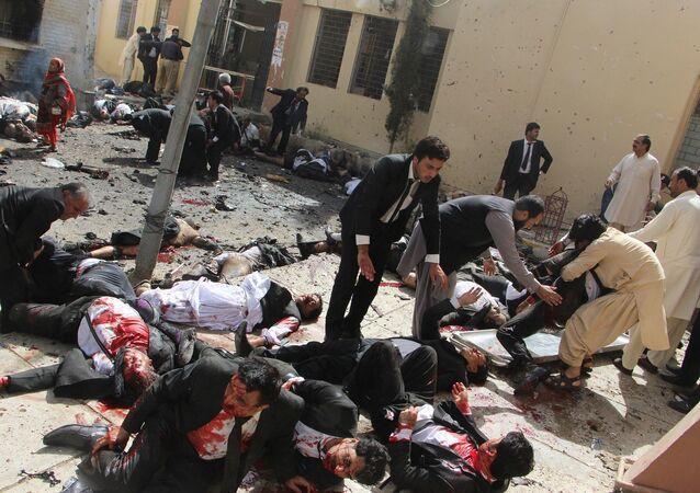 جائزة صورة الصحافة العالمية لعام 2017 (World Press Photo 2017) - فئة تغطية إخبارية للحدث - اسم الصورة انفجار قنبلة في باكستان   (Pakistan Bomb Blast) - المرتبة الثالثة  للمصور جمال تراكي
