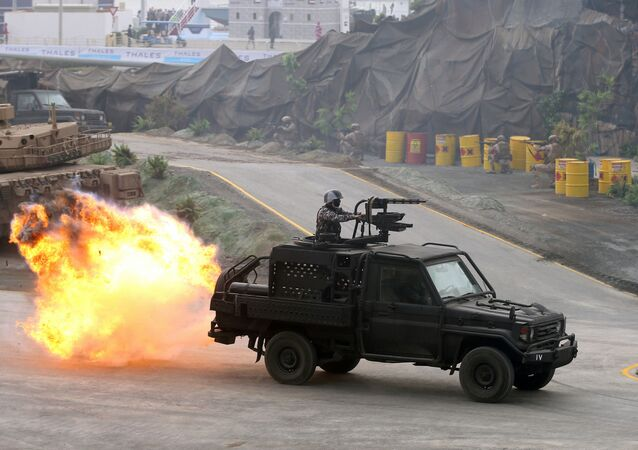 عناصر قوات الجيش الإماراتي خلال معرض آيدكس الدولي للسلاح والمعدات العسكرية في أبو ظبي، الإمارات العربية المتحدة 19 فبراير/ شباط 2017