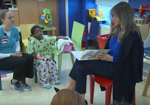 .ميلانيا ترامب تقرأ قصة للأطفال المرضى