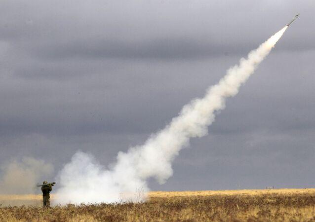 إطلاق صاروخ مضاد للطائرات خلال التدريب