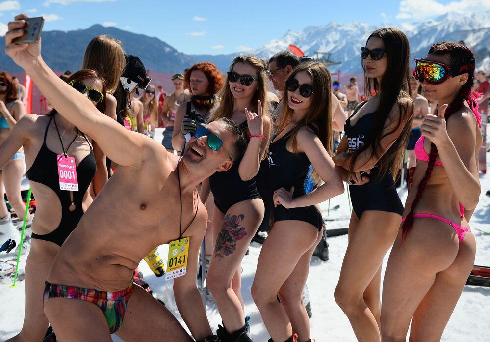 مهرجان BoogelWoogel في المنتجع الجبلي روزا خوتر في مدينة سوتشي
