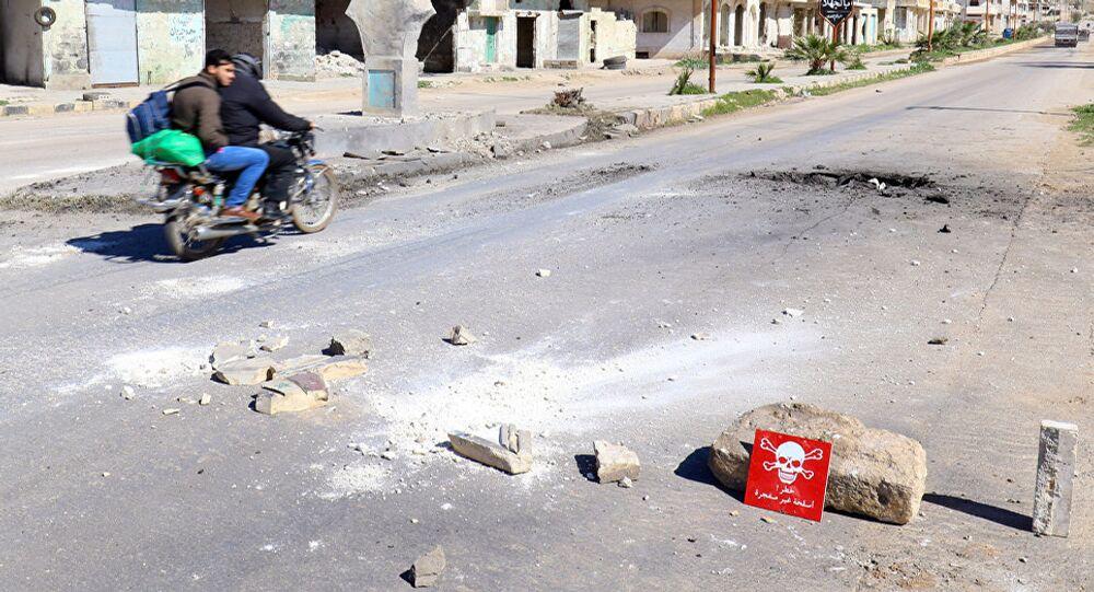 حفرة بسبب سقوط صاروخ في خان شيخون