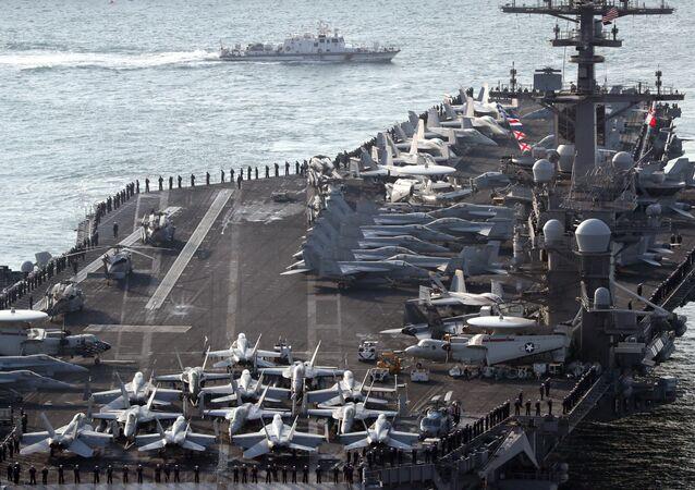حاملة الطائرات الأمريكية كارل فيجين المتواجدة حالياً في ميناء بوسان، كوريا الجنوبية 15 مارس/ آذار 2017