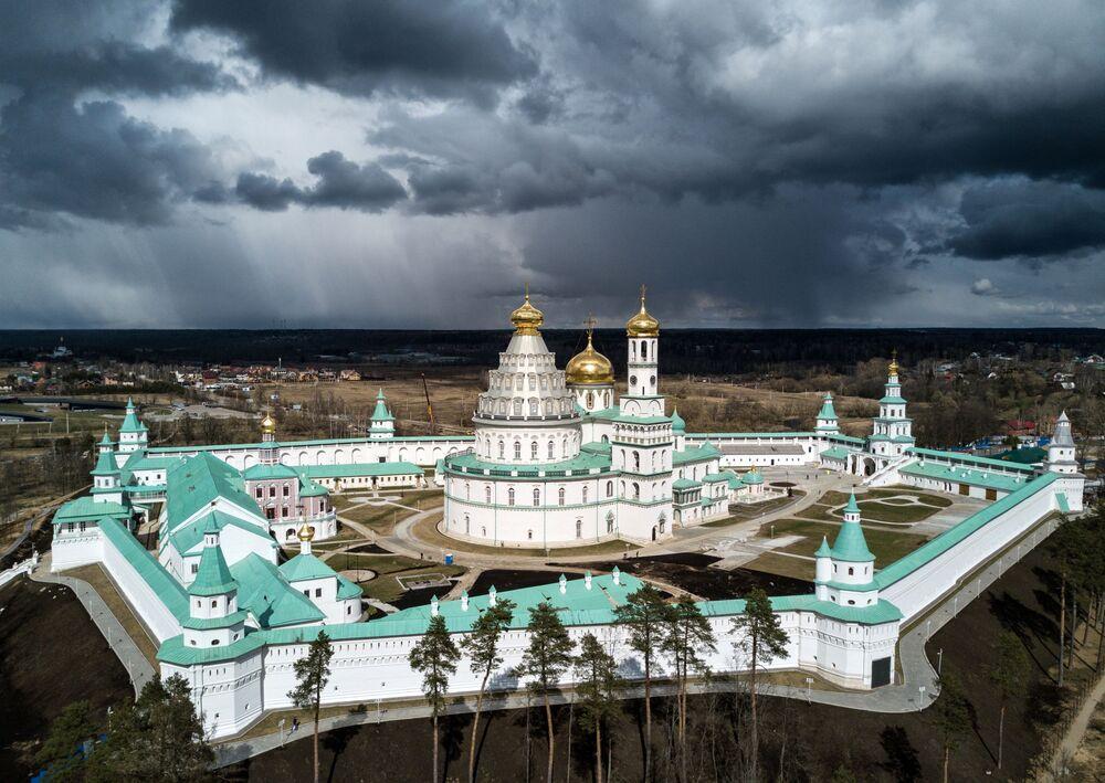 دير (رجالي) فوسكريسينسكي نوفو-يروساليمسكي بمقاطعة موسكو، روسيا