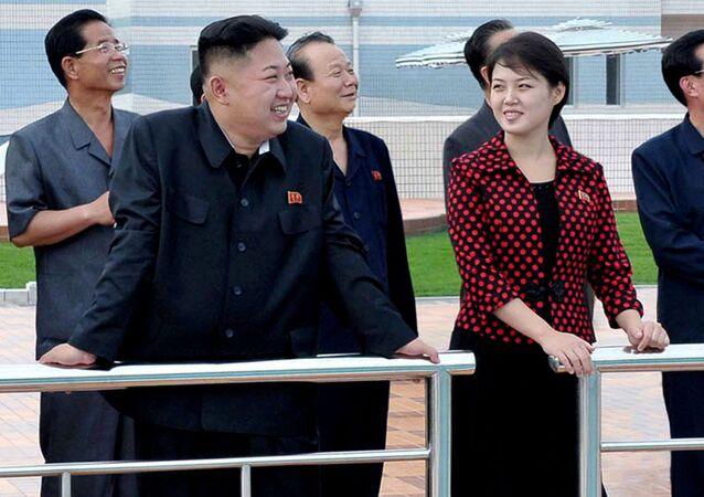 زوجة زعيم كوريا الشمالية كيم جون أون وزوجته