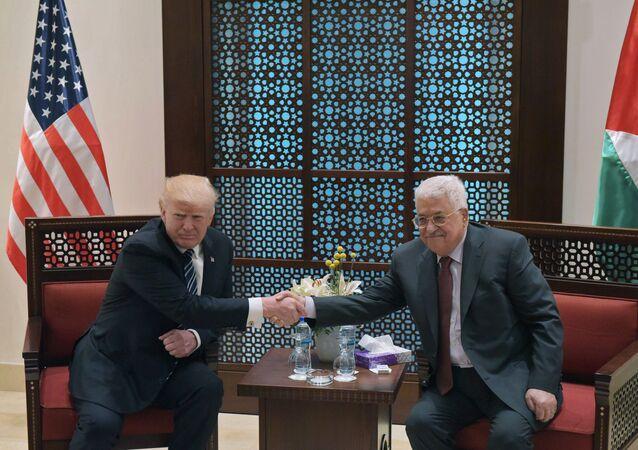 الرئيس الأمريكي والفلسطيني