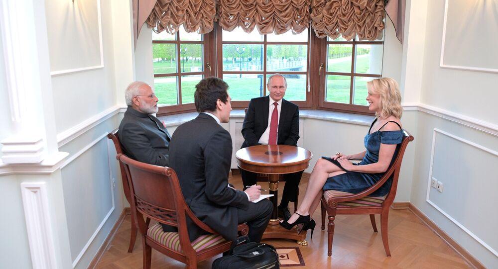 ميجين كيلي خلال لقائها الرئيس الروسي و رئيس الوزراء الهندي