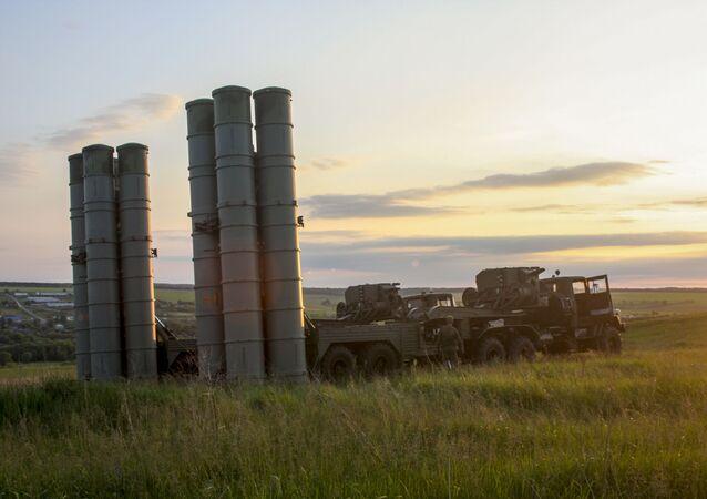 منظمة الدفاع الجوي اس-300 (فافوريت) خلال المناورات في غرب روسيا