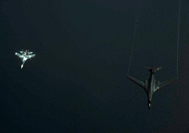طائرة سو -27 أثناء اعتراضها للطائرة الأمريكية فوق بحر البلطيق