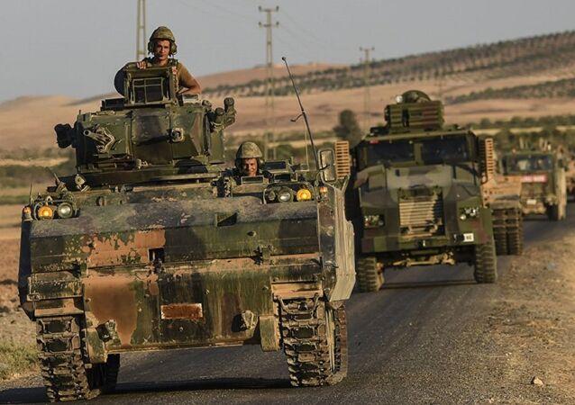 قوات تركية على الحدود مع سوريا