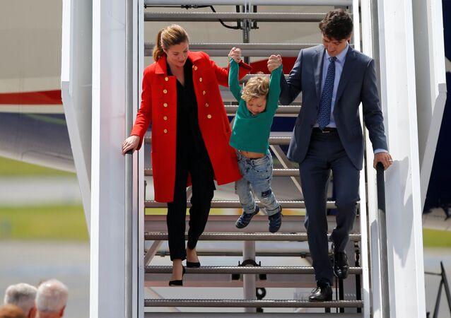 قمة مجموعة العشرين - رئيس الوزراء الكندي جاستن ترودو وزوجته صوفيا وابنهما أدريان في هامبورغ، ألمانيا 6 يوليو/ تموز 2017