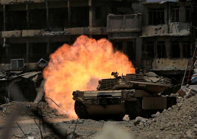قوات وحدة الاستجابة للطوارئ تطلق النار على مواقع تنظيم داعش في الموصل، العراق 5 يوليو/ تموز 2017