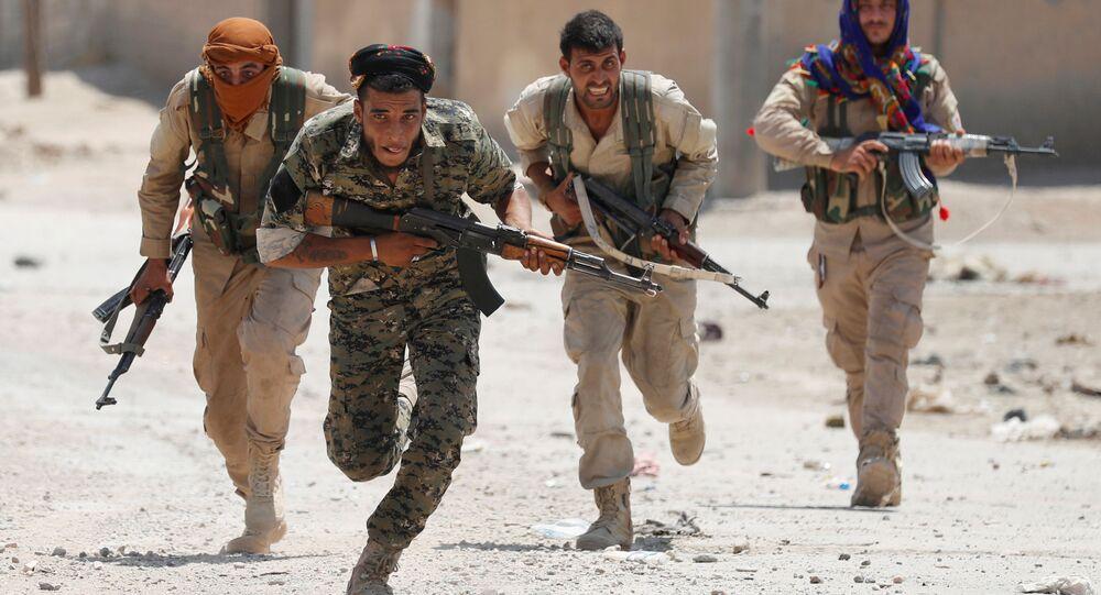مقاتلون أكراد من وحدات حماية الشعب .