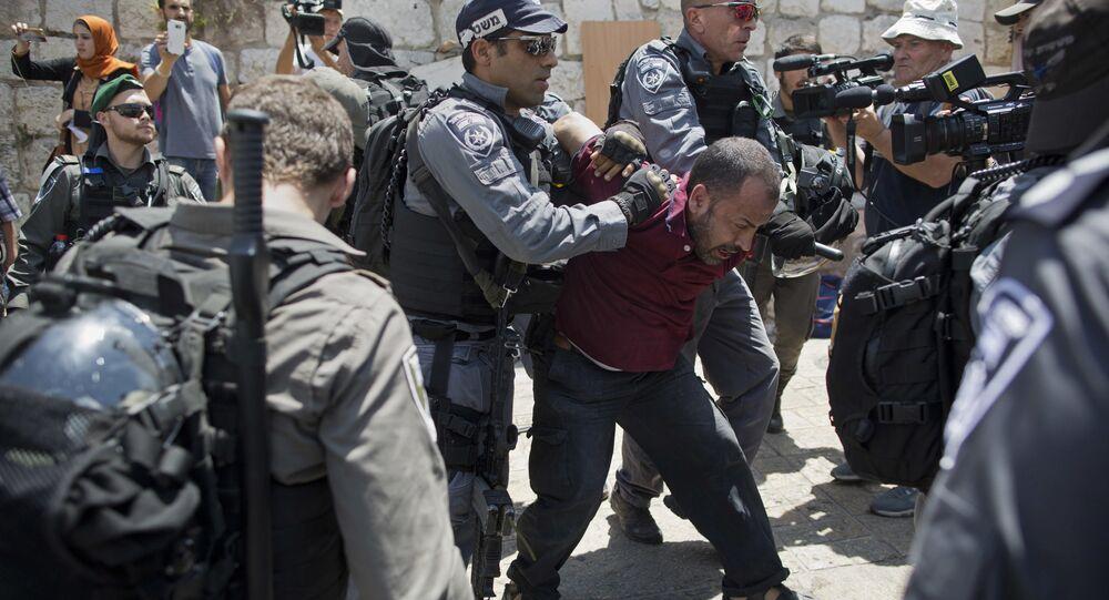 اعتقال قوات الشرطة الإسرائيلية للفلسطينيين خلال مواجهات في البلدة القديمة في القدس، فلسطين 19 يوليو/ تموز 2017