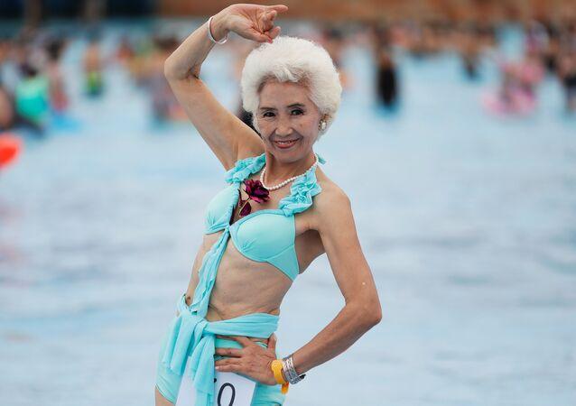 مشاركة في مسابقة لكبار السن بلباس البحر في الصين البالغة من العمر 78 عاما