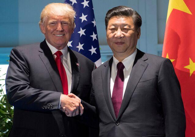 الرئيس الأمريكي دونالد ترامب ونظيره الصيني