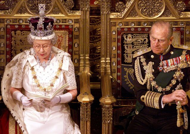 ملكة بريطانيا إليزابيث الثانية وزوجها الأمير فيليب