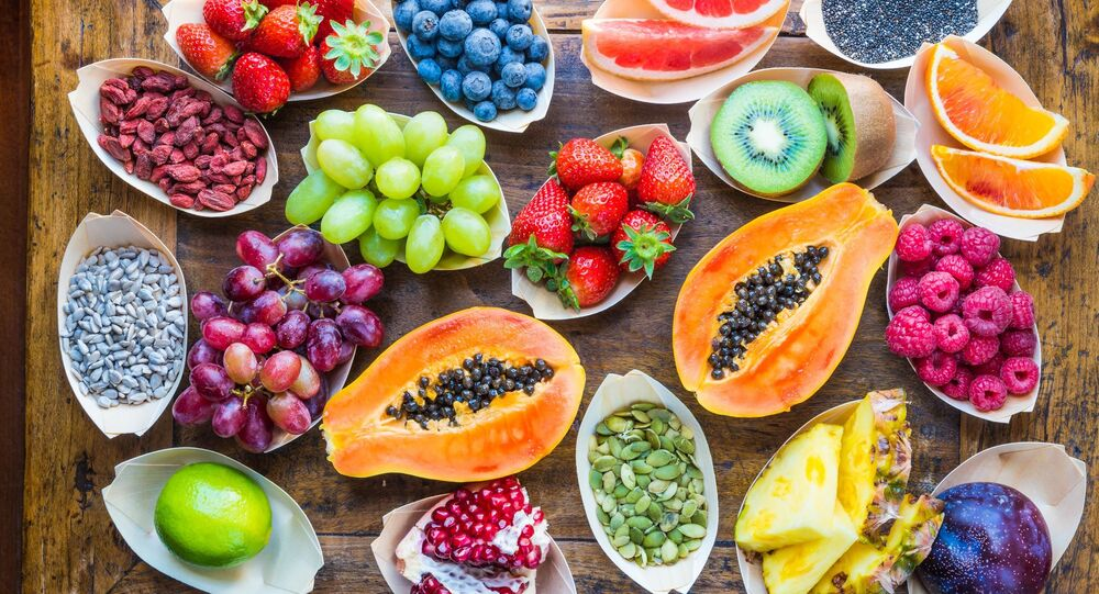الفواكه الطازجة على الطاولة