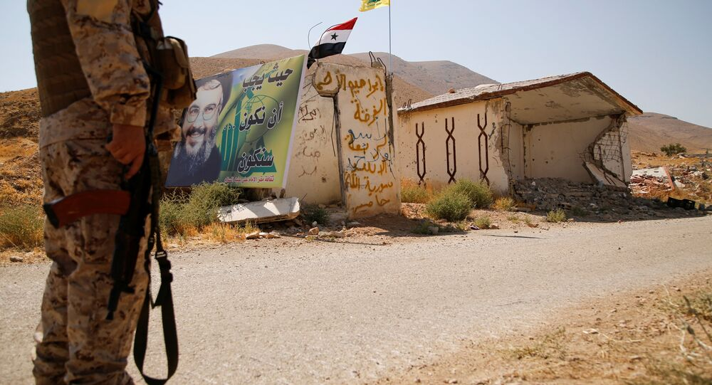 مقاتل من حزب الله على الحدود اللبنانية السورية