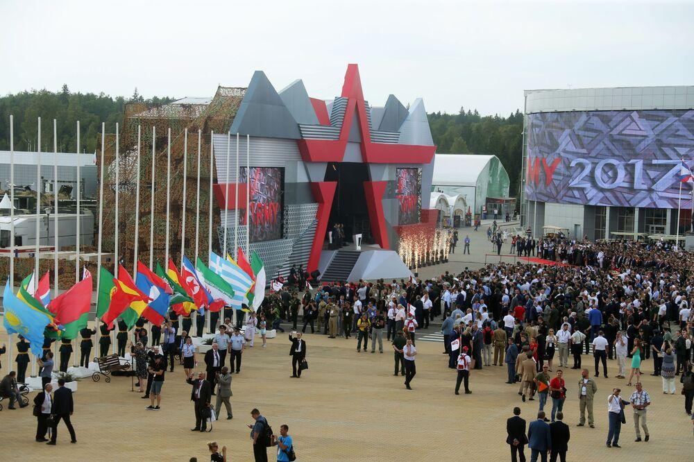 افتتاح المعرض الدولي لمنتدى أرميا-2017 في كوبينكا بضواحي موسكو