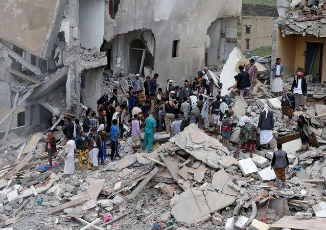 ضربة جوية للتحالف قتلت 35 في صنعاء