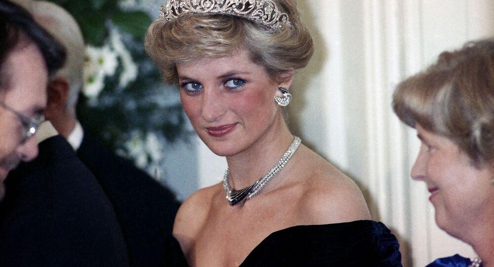 الأميرة ديانا، أميرة ويلز خلال حفل عشاء في ضيافة رئيس جمهورية ألمانيا الاتحادية (ألمانيا الغربية) في بون، ألمانيا 2 نوفمبر/ تشرين الثاني 1987