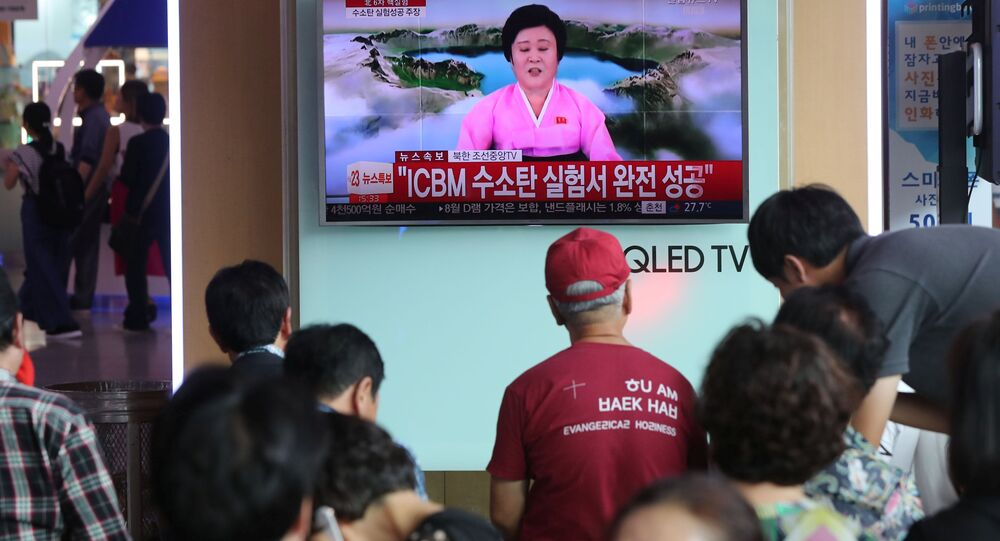 سكان كوريا الجنوبية يشاهدون التجارب النووية لكوريا الشمالية