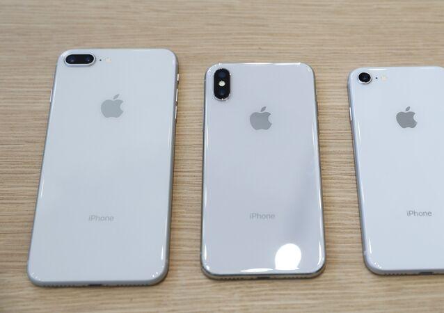 هواتف آيفون إكس وآيفون 8 وآيفون 8 بلس