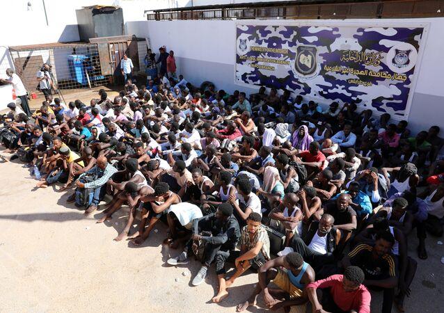 مهاجرون أعادتهم ليبيا