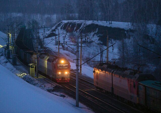 الخط الحديدي العابر لسيبيريا