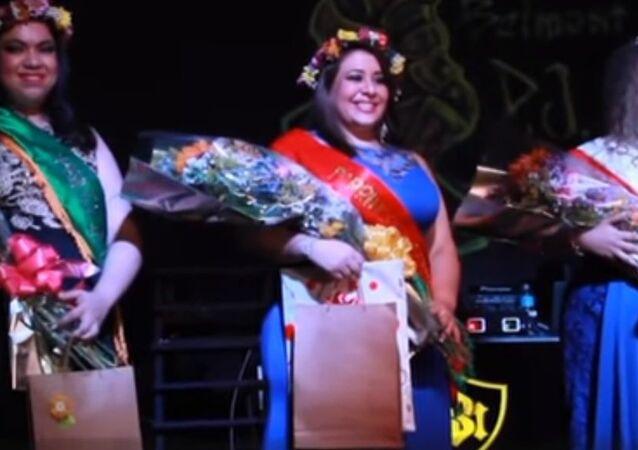 فتاة تزن 130 كيلوغراما تفوز بمسابقة جمال في البراغوي