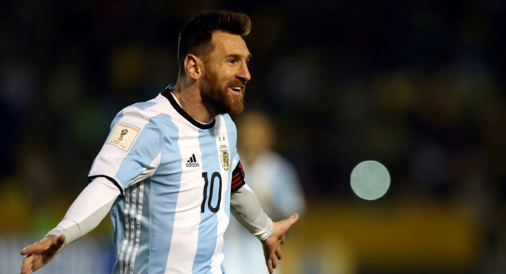 نجم كرة القدم الأرجنتيني ليونيل ميسي