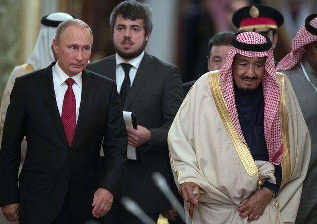 لقاء العاهل السعودي الملك سلمان بن عبدالعزيز آل سعود مع الرئيس الروسي فلاديمير بوتين بالكرملين في موسكو، روسيا 17 أكتوبر/ تشرين الأول 2017