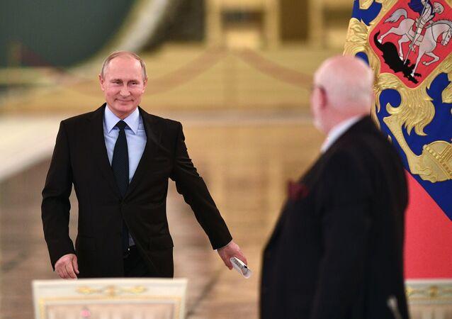 الرئيس فلاديمير بوتين خلال لقاء أعضاء مجلس تنمية المجتمع المدني وحقوق الإنسان