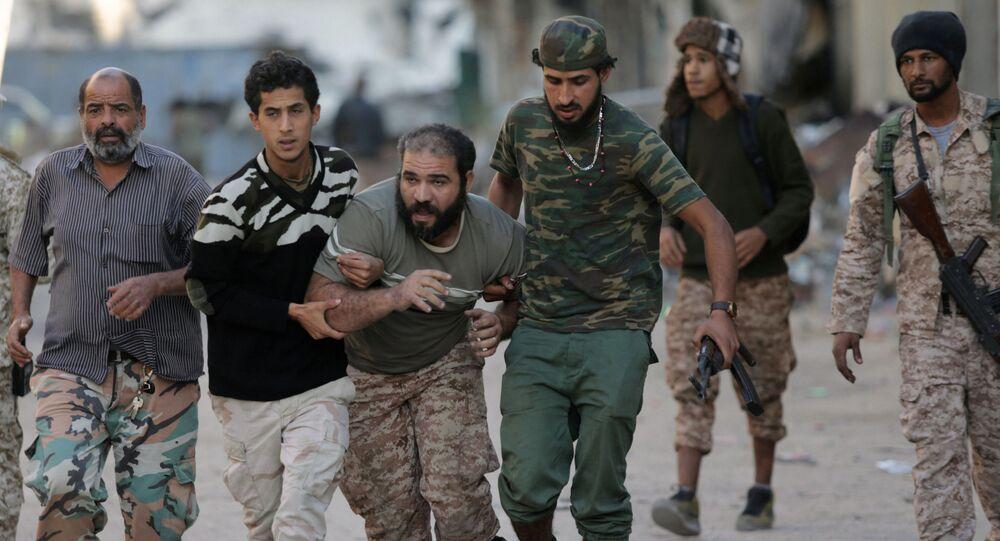 عناصر الجيش الوطني الليبي خلال مواجهة إرهابيي تنظيم داعش في بنغازي، ليبيا 9 نوفمبر/ تشرين الثاني 2017