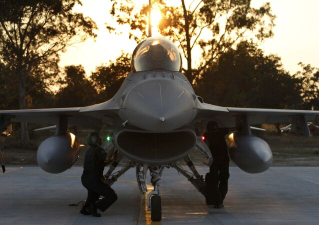 طائرة حربية إف 16