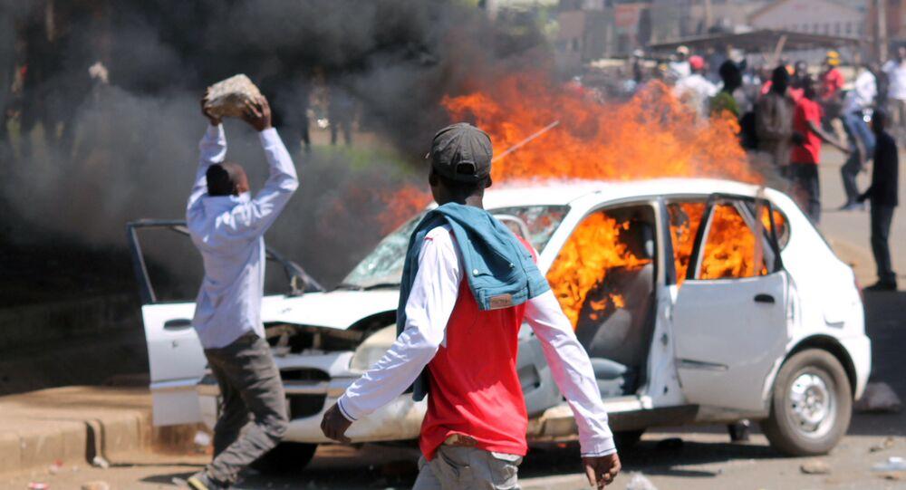 مؤيدو المعارضة الكينية خلال احتجاجات على إعادة انتخاب الرئيس فى كيسومو، كينيا 20 نوفمبر/ تشرين الثاني 2017