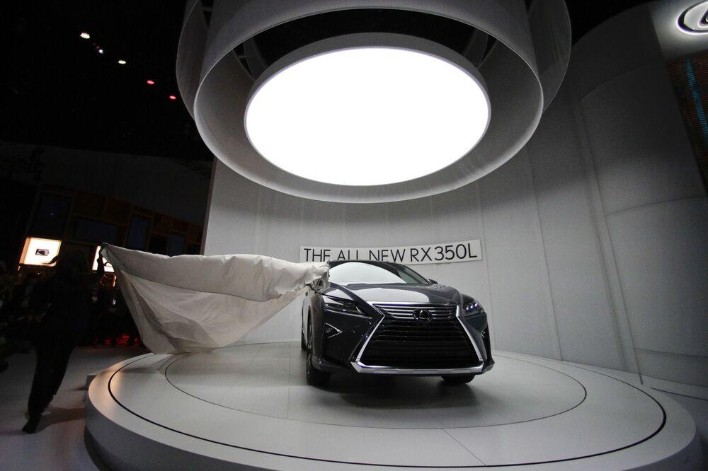 عرض السيارات لا أوتو شو 2017 في لوس أنجلوس - السيارة الجديدة Lexus RX 350L، كاليفورنيا   29 نوفمبر/ تشرين الثاني 2017