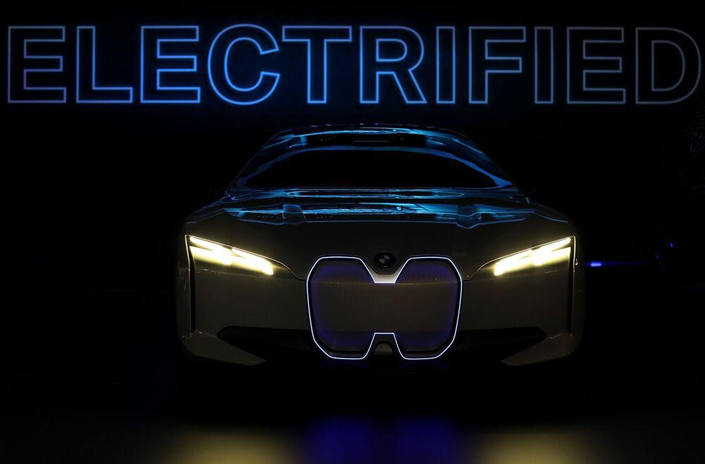 عرض السيارات لا أوتو شو 2017 في لوس أنجلوس - السيارة الجديدة BMW i Vision Dynamics، كاليفورنيا   29 نوفمبر/ تشرين الثاني 2017