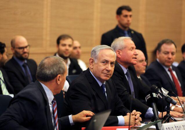 رئيس الوزراء الإسرائيلي بنيامين نتنياهو في اجتماع مع لجنة الدفاع والشؤون الخارجية في الكنيسيت (البرلمان الإسرائيلي) في القدس، 4 ديسمبر/ كانون الأول 2017