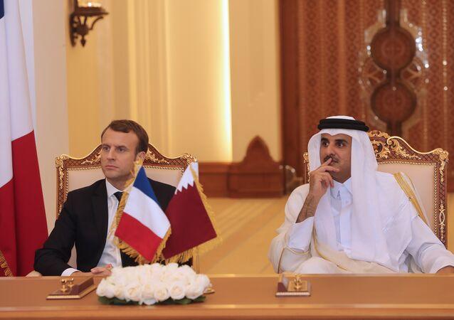 الرئيس الفرنسي امانويل ماكرون وأمير دولة قطر الشيخ تميم بن حمد آل ثاني
