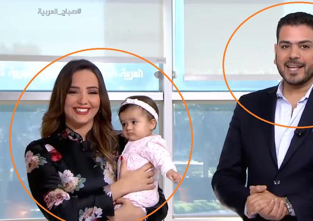 وقوع مذيعي العربية في موقف محرج تسبب في نوبة ضحك جنونية