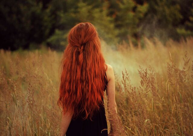 شعر طويل أحمر
